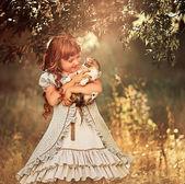 Little  girl holding cat — Stock Photo