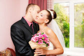 Kissing couple wedding — Stock Photo