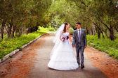Samimi bir anı paylaşmak mutlu evlilik çift — Stok fotoğraf