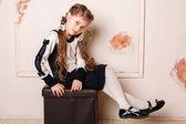 портрет мило улыбаясь маленькая девочка в платье принцессы — Стоковое фото