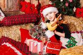 サンタ帽子笑顔の女の子 — ストック写真