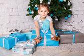 Ritratto di divertente bella bambina — Foto Stock