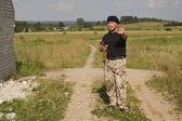 Mann mit Waffe — Stockfoto