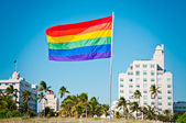 Duhová vlajka gay hrdosti, miami beach, florida, usa — Stock fotografie