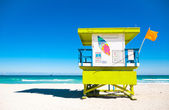 Torre de salvavidas colorido en miami beach, florida — Foto de Stock