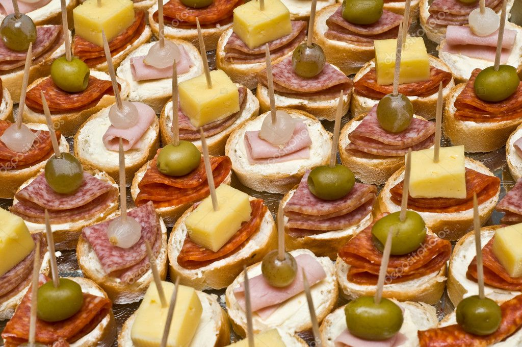 UN DESCANSO EN EL CAMINO Depositphotos_8667541-Party-appetizers-on-wooden-sticks