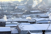 Cold day in the city, the smoke from the chimneys, global cooling — Stock Photo