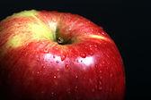 Makro apple textur med vatten droppar på frukt — Stockfoto