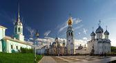 Chiesa e la cattedrale dell'estate nel cielo — Foto Stock