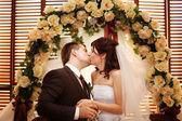 Kiss at the wedding — Stock Photo