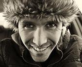 Retrato de hombre con sombrero de invierno la piel — Foto de Stock