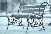 第一场雪的冬天板凳 — 图库照片