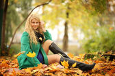 Blond woman in autumn park — Foto Stock