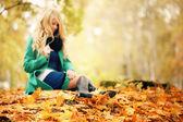 Sad girl autumn leaves in a fuzz — Stock Photo