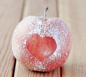Apple with heart symbol — Stockfoto