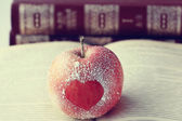 Apple with heart symbol — Fotografia Stock