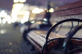 Bench in city — Stockfoto