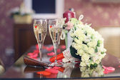 Champagne and wedding bouquet — Stock Photo