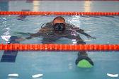 Diver in pool — Fotografia Stock