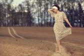Pretty girl on the road — Stockfoto