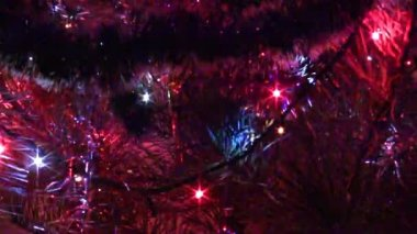 Decorated christmas tree with flashing garlands — Stockvideo