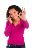 Retrato de joven africano hablando por teléfono — Foto de Stock
