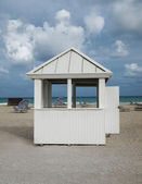 Blue Sky Beach Hut — Stock Photo