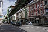 Schwebebahn zwevende tram — Stockfoto
