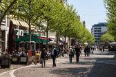People walk on a pedestrian zone in Frankfurt — Stock Photo