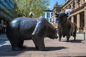 Bull and Bear Statues at the Frankfurt Stock Exchange — Stock Photo