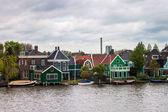 Staré tradiční domy v alkmaaru — Stock fotografie