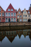 Houses along the canals of Bruges — Foto de Stock