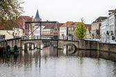 Houses along the canals of Bruges — Stock Photo
