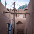 Typical narrow alley in Yazd — Stock Photo