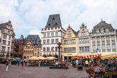 People and stalls at Market square in Trie — Stock Photo