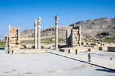 People visit  ruins of ancient Persepolis — Stock Photo