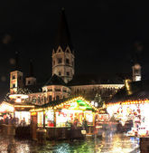 Christmas market and Minster church — Stockfoto