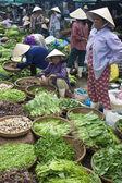 Vendors at a market  in Hue — Stock Photo