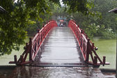 Red Bridge in Hoan Kiem Lake — Stock Photo