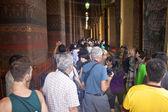 Tourists visit a Wat Pho Temple — Стоковое фото