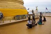 Praying women in front of stupa on Golden Mount — Photo