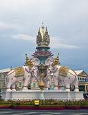 La statua dell'elefante rosa — Foto Stock