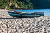 Boat on Mae Haad beach — Stock Photo