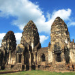 Pagoda, Thai ancient remains at the temple in Lopburi, Thailand — Stockfoto