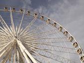 Ferris wheel against a blue sky — Stock Photo