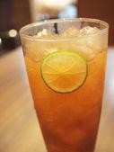杯与柠檬冰茶 — 图库照片