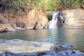 Hermosa cascada — Foto de Stock