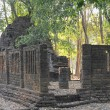 Brick wall ancient remains, Thai ancient remains's wall at the temple in Sukhothai, Thailand — Stock Photo