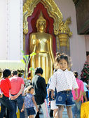 NAKHON PATHOM,THAILAND - DECEMBER 11: Children stand in front of the temple ,11 December 2011 at Nakhon Pathom,Thailand. — Stock Photo