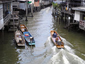 SAMUT PRAKAN, THAILAND - AUGUST 31: Unidentified people go to travel by boat on the river at Samut Prakan province, Thailand on August 31, 2013. — Stockfoto